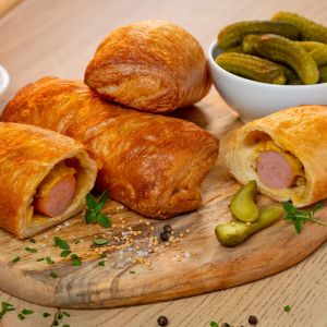 Sausage roll with mustard cucumber filling 120g square 1582773861