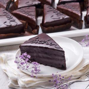 Sacher cake slices 1582774031