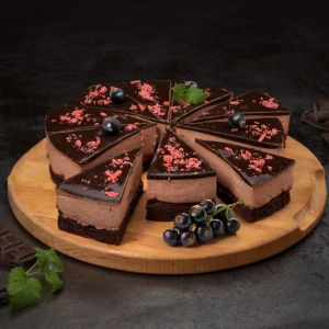 9992 black currant chocolate cake 850g  10 slices  1582775609