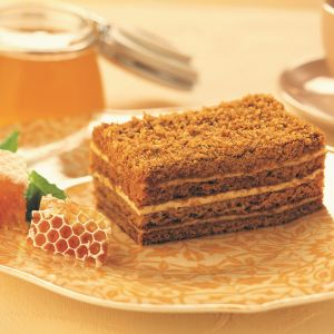 Honey cake slice 1582817889