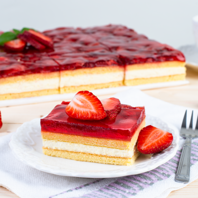 9203 strawberry cake 1800g 16pcs 1619438218