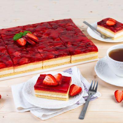 Strawberry cake 1624272358