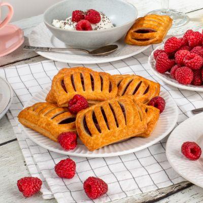 9146 mini raspberry pastry 40g square 1621619662