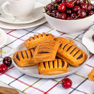 9794 mini cherry pastry 35g square 1621619869