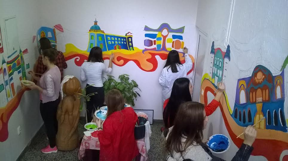 Učenici Umjetničke škole uljepšavaju Dom