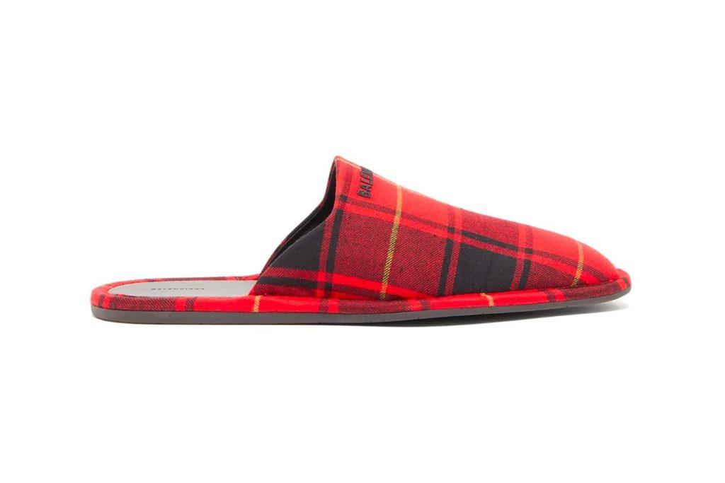 Цифра дня: Balenciaga выпустили домашнюю обувь за 418 долларов