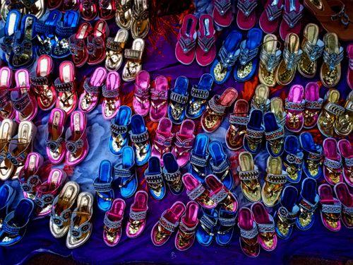 Seznamte se s nejmódnějšími barvami dámských sandálů pro léto 2021