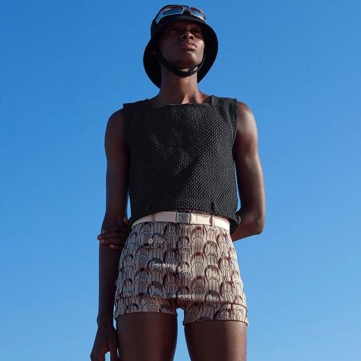 Fashion Weekly: Prada steckt Männer in ultraknappe Shorts