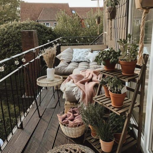 So verwandelt ihr euren Mini-Balkon in eine Wohlfühloase