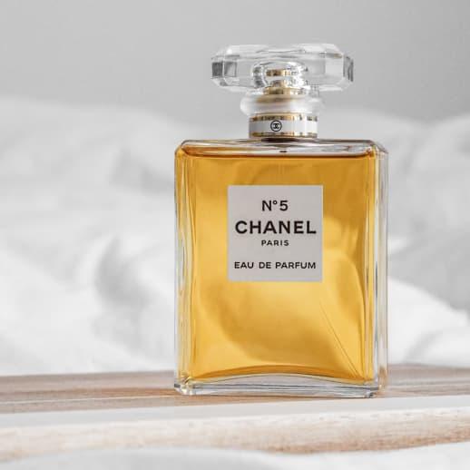 Auf den Spuren von Chanel N°5: Der Duft feiert seinen 100. Geburtstag