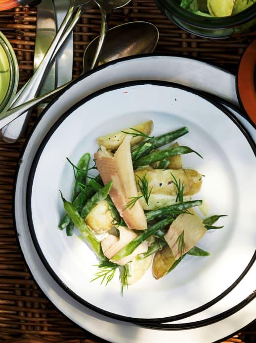 Kartoffel-Bohnen-Salat mit Rauchforelle und Dill