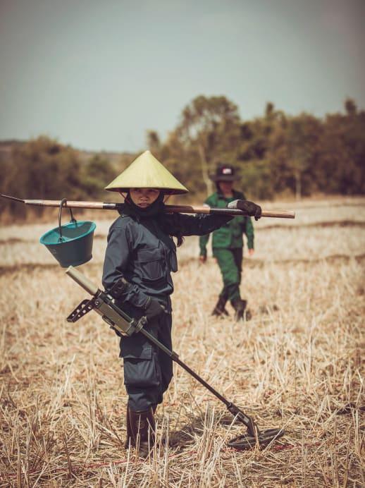 Die Bombenräumerinnen von Laos