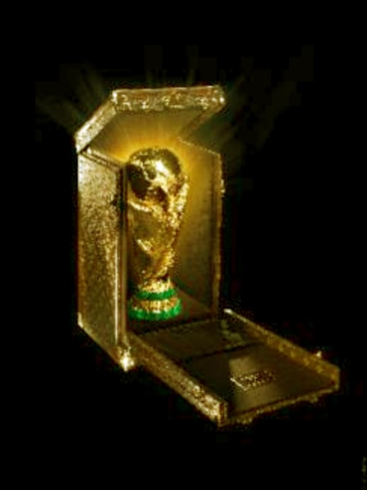 Louis Vuitton präsentiert den WM-Pokal-Koffer