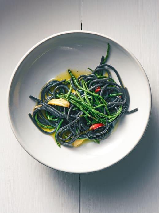 Frühlingshafte Pasta mit Meeresspargel
