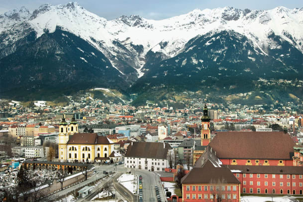Postkarte aus Innsbruck: Ski- und Baukunst