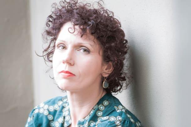 Hausfrau: Ein Roman über die Schweiz der US-Expats