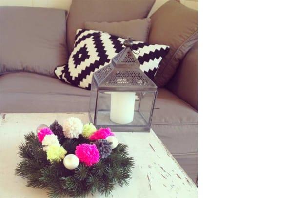 Wollige Weihnachten: Pompom-Adventskranz zum Selbermachen