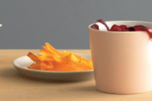Rote Rüeblisuppe mit Gemüse-Chips