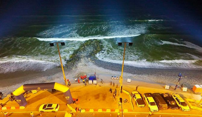 beach in lima equipped floodlights for nightsurfing