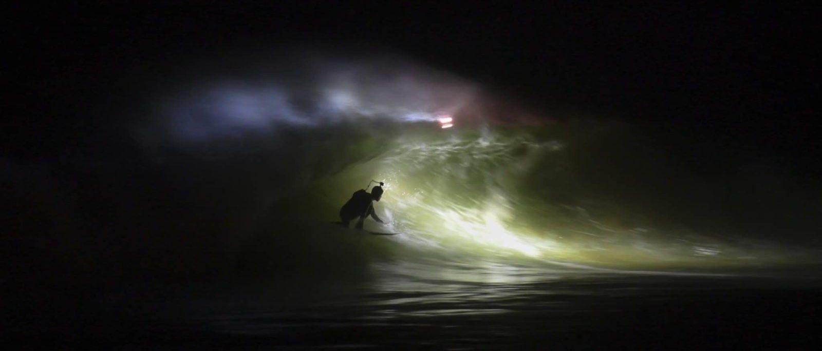 aurelien jacob tuberiding an solid wave at mundaka by night