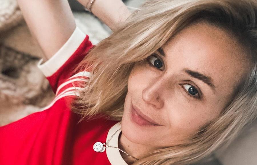 Гагарина разрешила 3-летней дочери порисовать у нее на лице