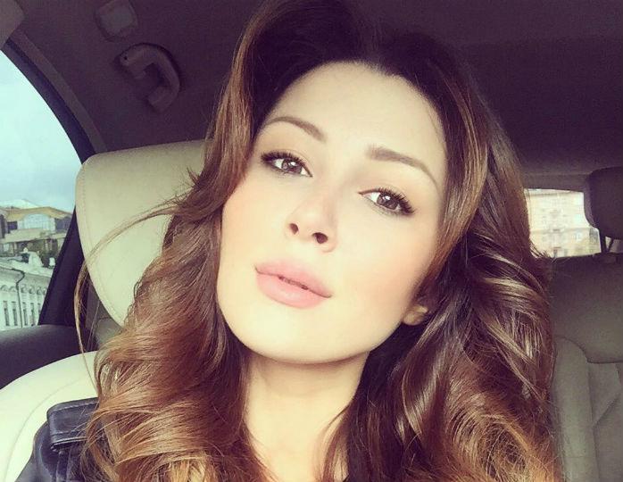 Дочь Заворотнюк призналась, что ищет «точку опоры» из-за болезни матери