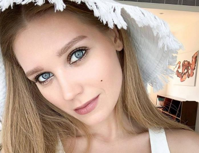 По заветам Хромченко: 32-летняя Асмус облачилась в джинсовую куртку оверсайз