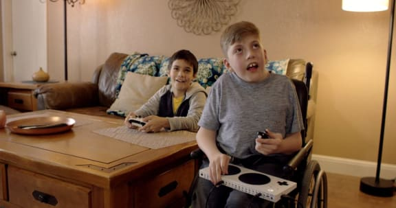 Microsofts Superbowl-reklam om spelkontroller rör tittare till tårar