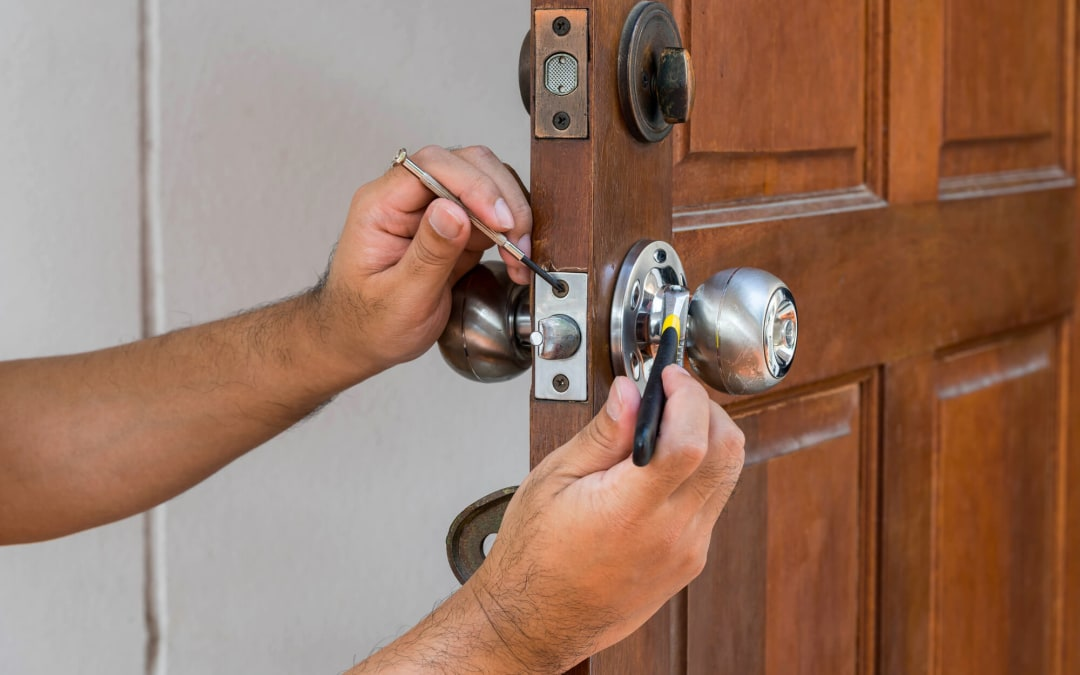 How Much Do Locksmiths Charge and When Should You Hire One?