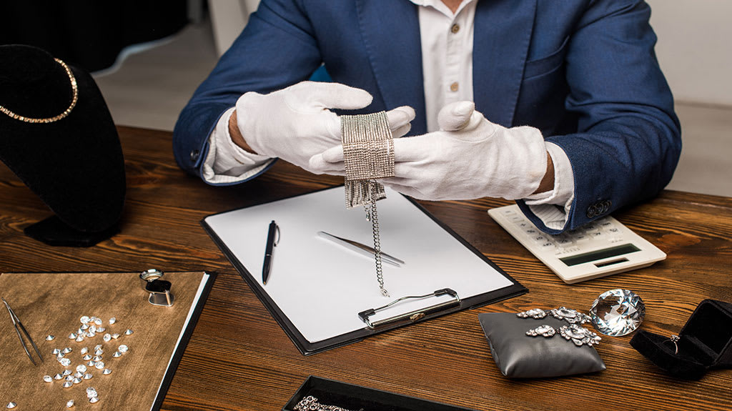 7-Secrets-You-Didn'T-Know-About-Where-To-Sell-Diamond-Jewelry3