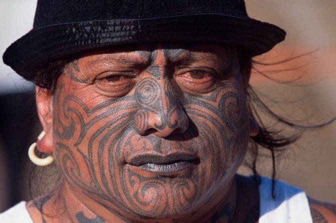 Tatuagem Maori no Rosto