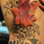 Tatuagem de Flor de Lótus na Costela e seu significado