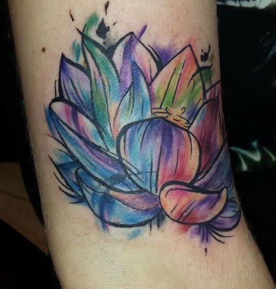 Tatuagem de Flor de Lótus em Aquarela