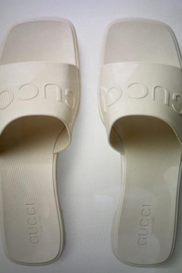 Gucci Women's rubber slide sandal 3