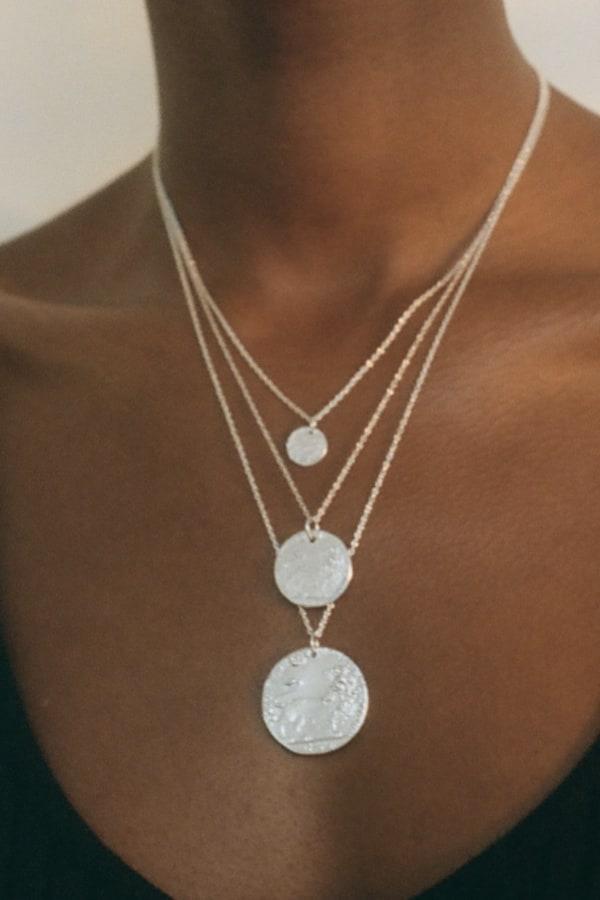 Image 2 of Alighieri medium snow lion necklace