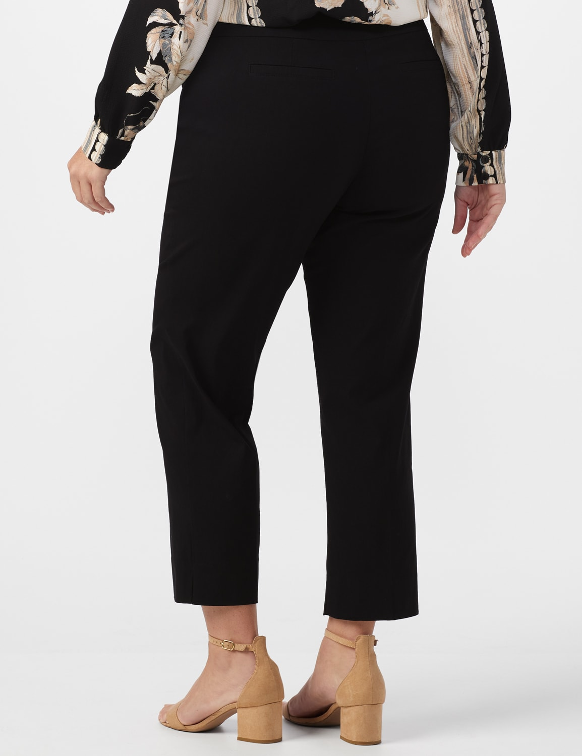 Plus - L-Pocket Pull-On Crop Pants - Black - Back