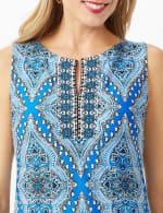 Medallion Print Sleeveless Dress With Pleat Skirt Detail - 2