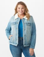 Denim Trucker Jacket with Sherpa Lining - Plus - Light wash - Front