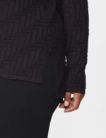 The Roz & Ali Everyday Pullover - Plus - Black - Detail