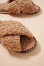 Teddy Sherpa Fur Slippers - Taupe - Detail