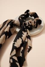 Abstract Print Scarf Pony - Black - Back