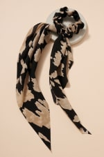 Abstract Print Scarf Pony - Black - Front