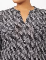 Geo Knit Popover Top - Black/White - Detail