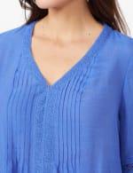V-Neck Crochet Trim Texture Top - Blue - Detail