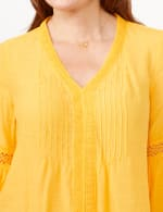 V-Neck Crochet Trim Texture Top - Yellow - Detail