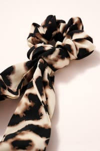 Leopard Print Scarf Pony - Ivory - Back
