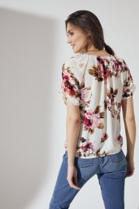 Roz & Ali Floral Pleat Neck Bubble Hem Blouse - Beige/Coral - Back