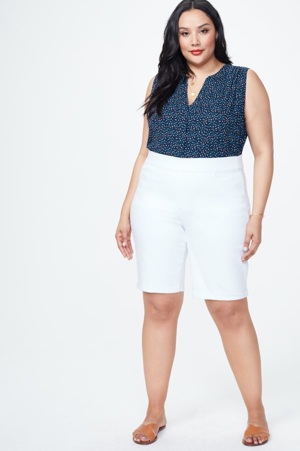 NYDJ PULL ON SHORT w/ ROLL CUFF - Optic White - Front