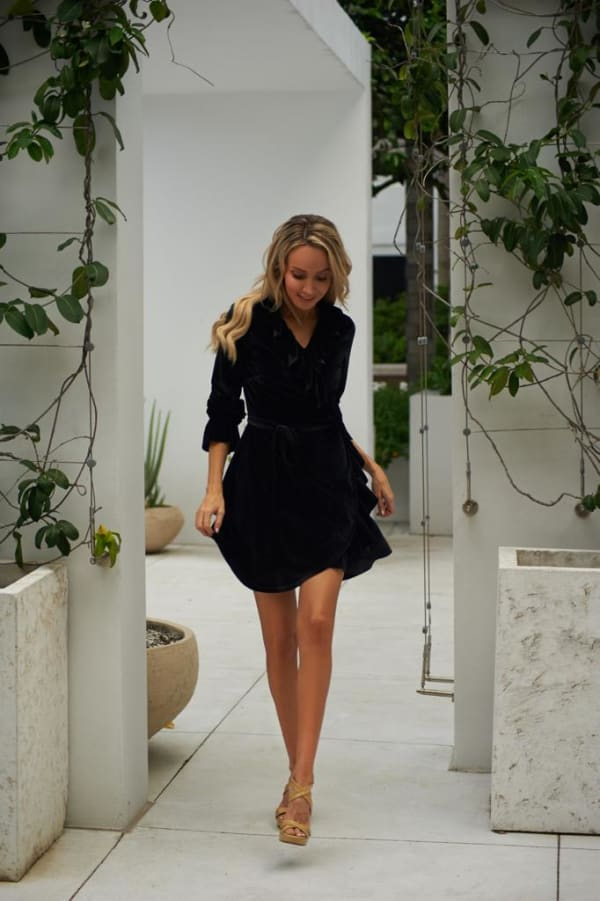 Short Velvet Cocktail Dress -Black - Front