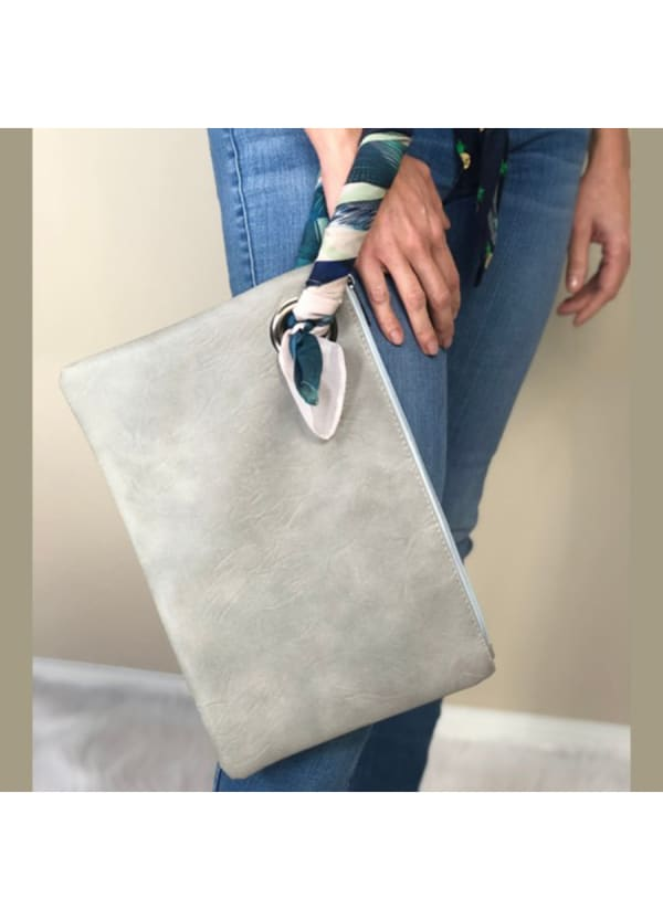 Bailey Oversized Pouch